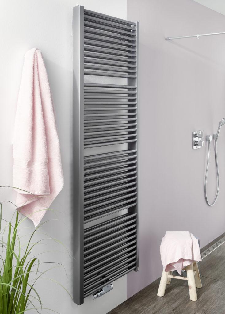 Rund 65 Prozent mehr Heizleistung bringt der zweilagige Aufbau des Duett gegenüber einem herkömmlichen Badheizkörper. Das macht ihn zur perfekten Wahl bei großen Bädern sowie für Niedertemperaturanwendungen – zum Beispiel mit einer Wärmepumpe.