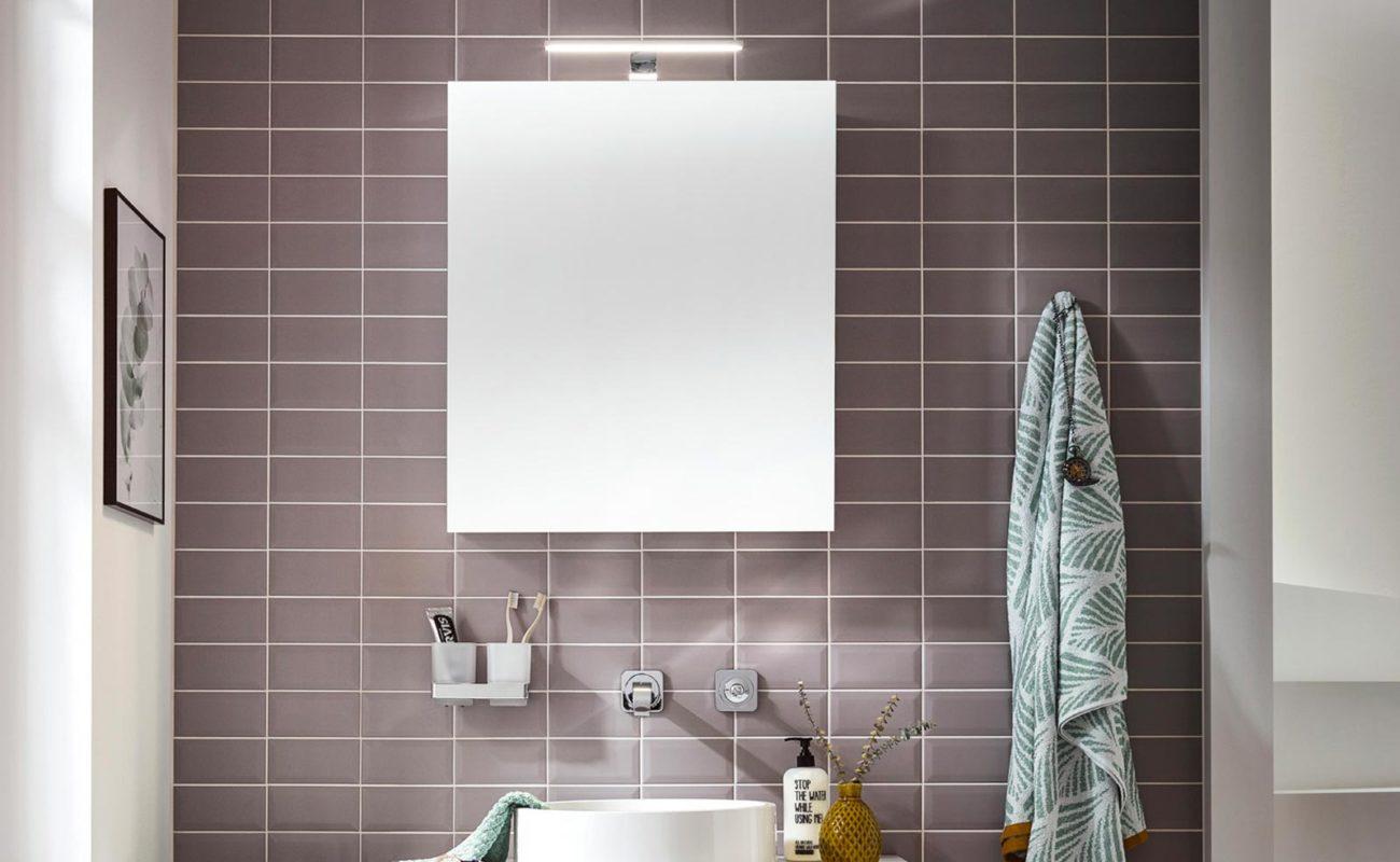 """Günstiger Spiegelschrank mit Licht: emco Bad bietet mit """"mee ..."""