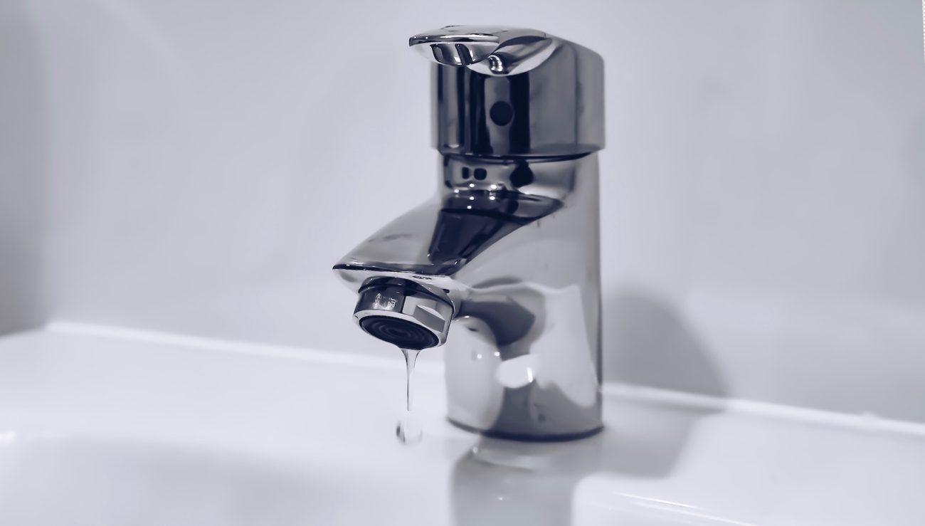 Wasserhahn im Bad richtig entkalken: Hausmittel und Tipps ...