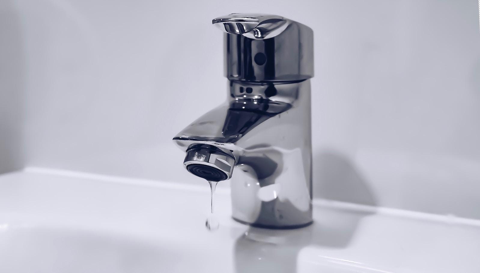Wasserhahn im Bad richtig entkalken Hausmittel und Tipps für die ...