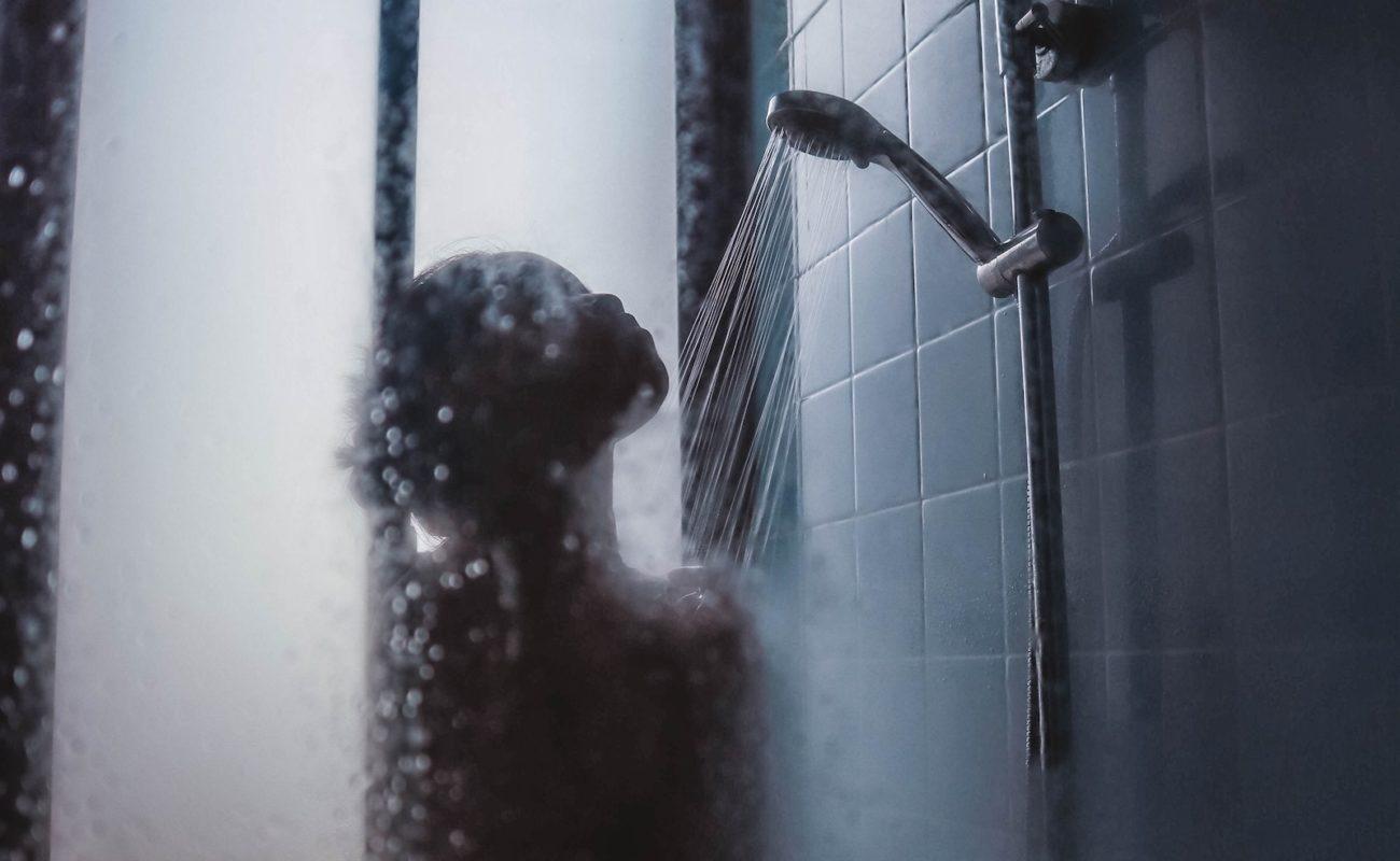 Badezimmer nach Duschen richtig lüften Schimmel im Bad vermeiden ...