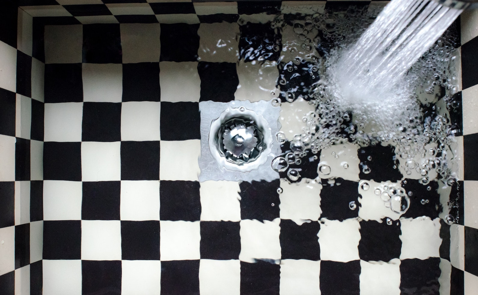 Wasserschaden im Bad Was tun Sofortmaßnahmen – Badratgeber.com