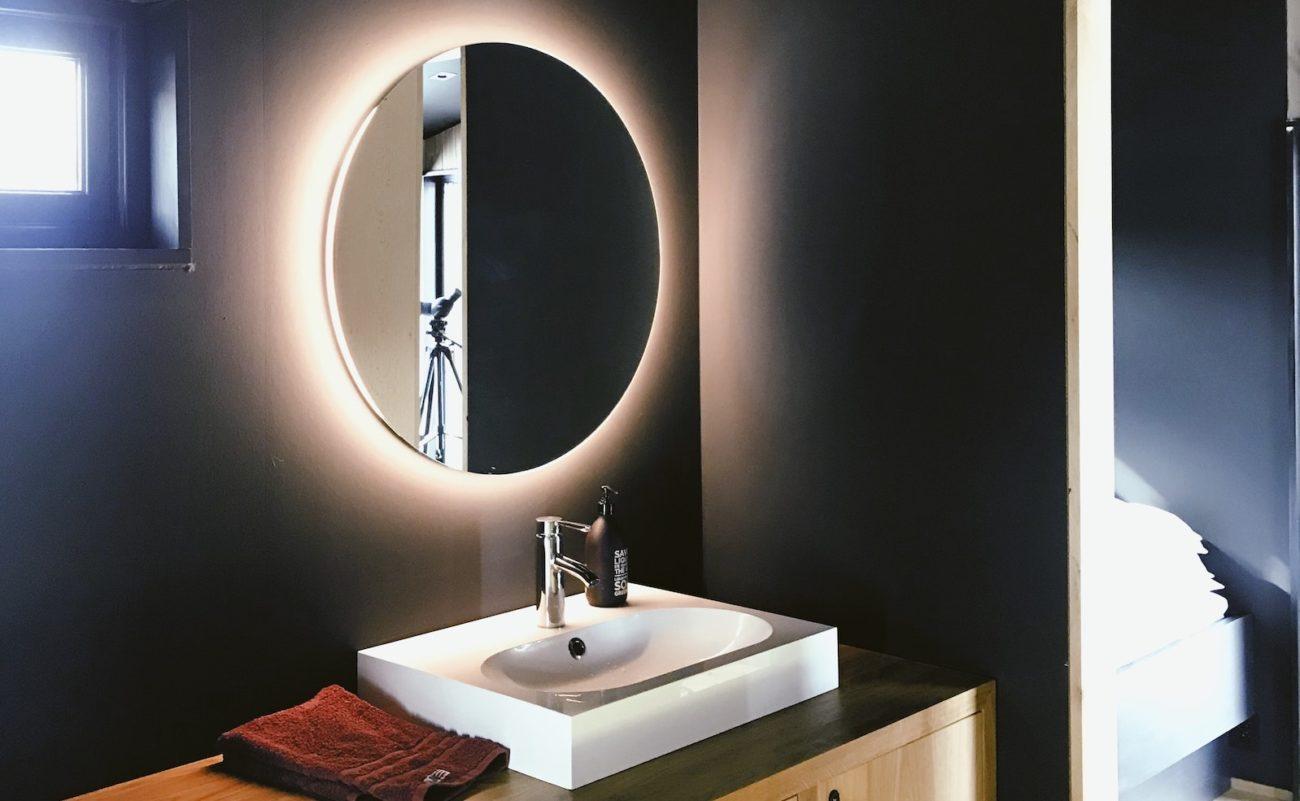 Badspiegel Welche Befestigungshohe Ist Optimal Badratgeber Com