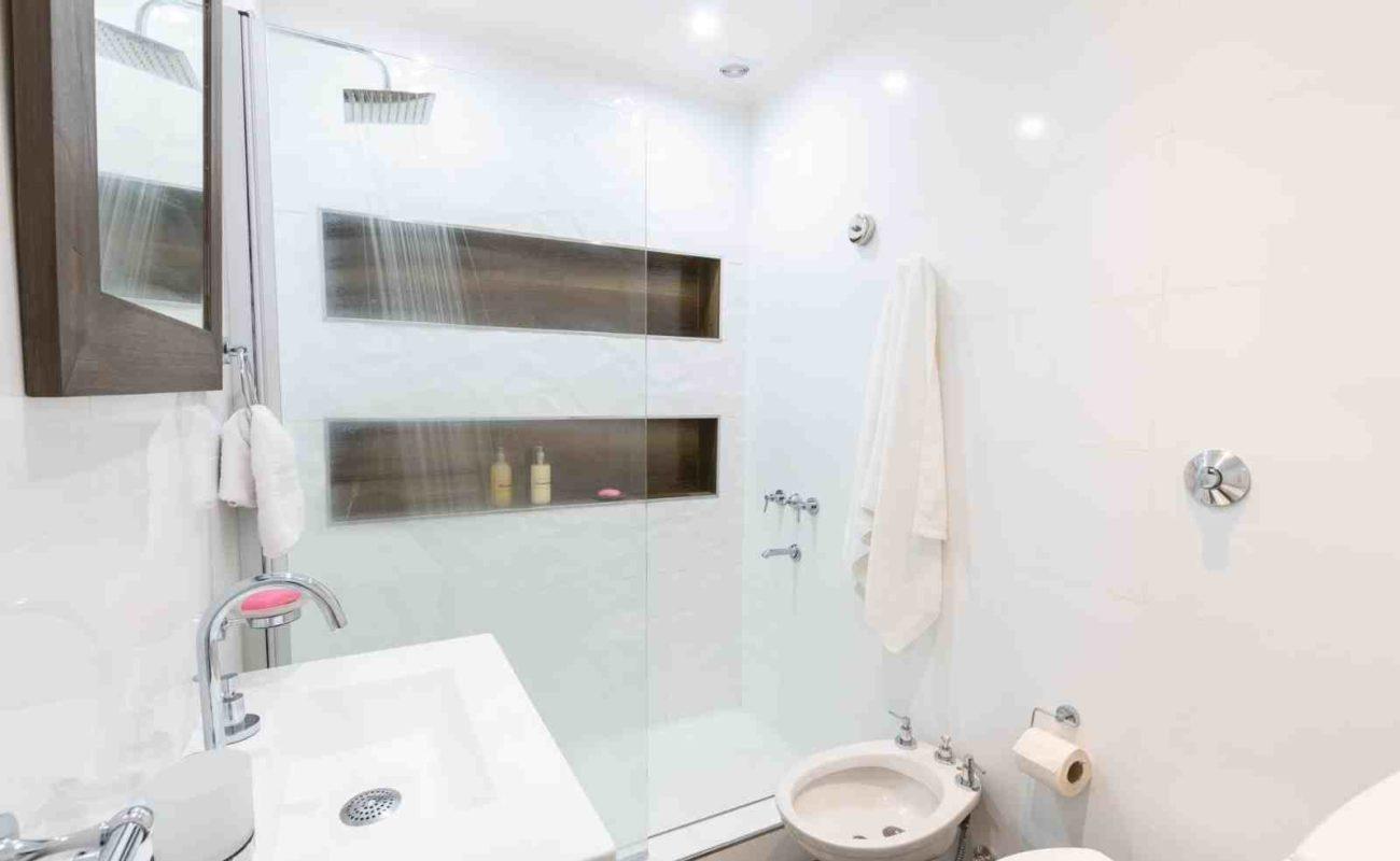 Richtig Lüften im Bad ohne Fenster – Badratgeber.com