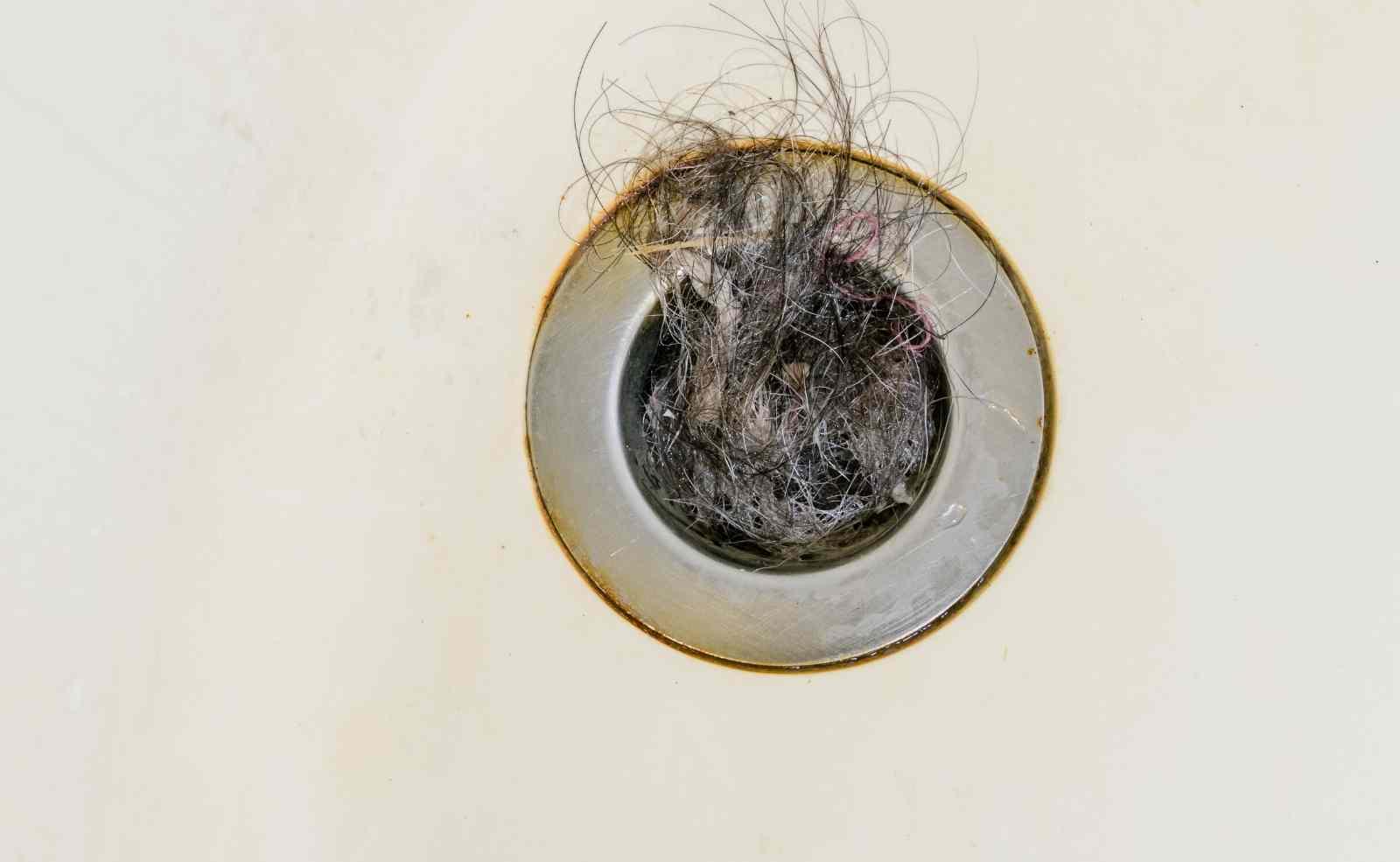 Haare aus Bad Abfluss entfernen