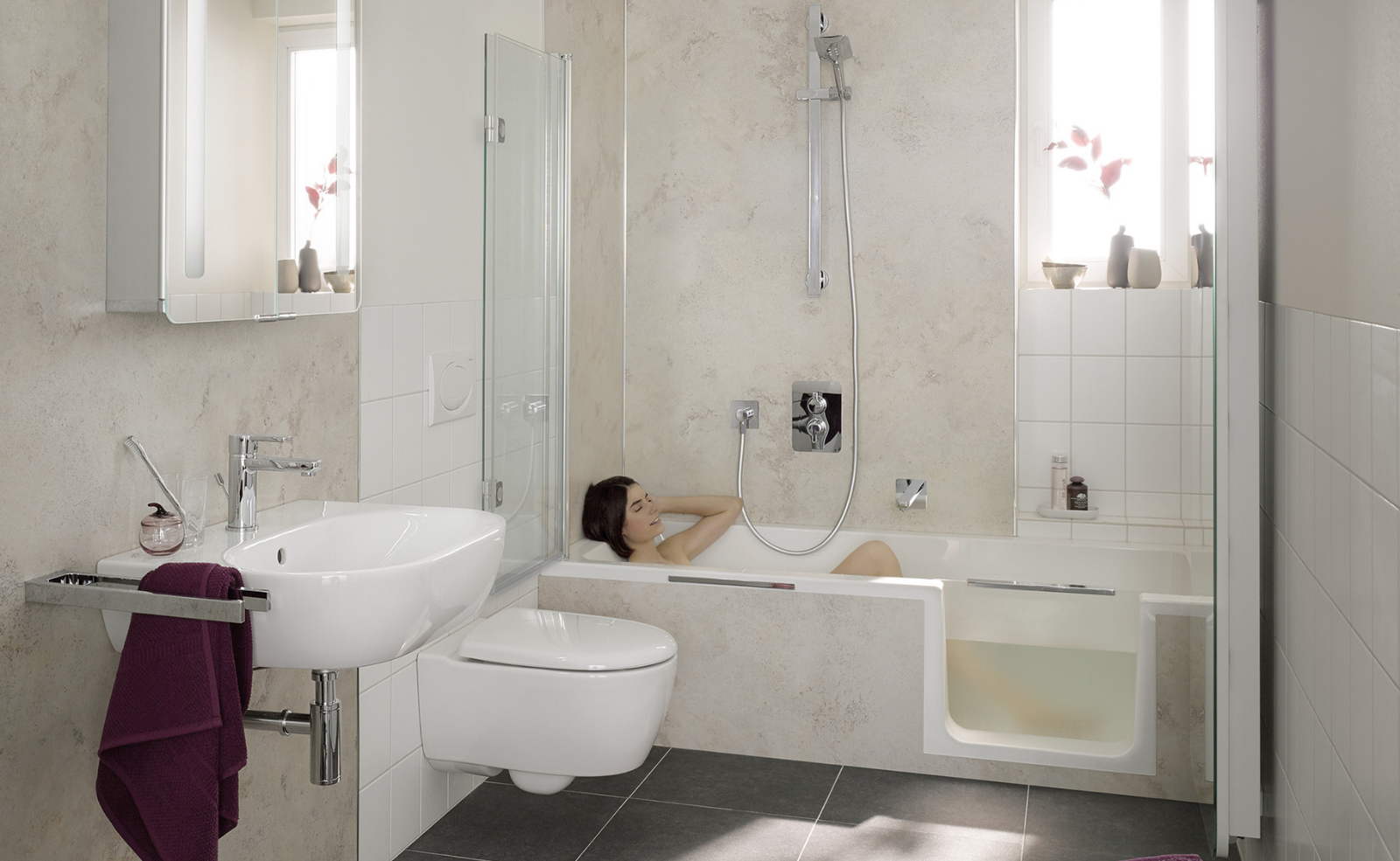 Was kostet eine Badewanne mit Tür? Quelle: HSK Duschkabinenbau KG