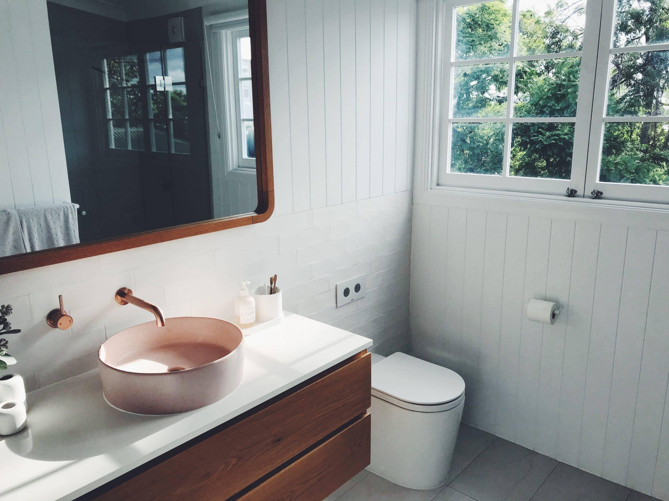 Armaturen in Gold oder anderen Metallic-Farben peppen dein Badezimmer auf