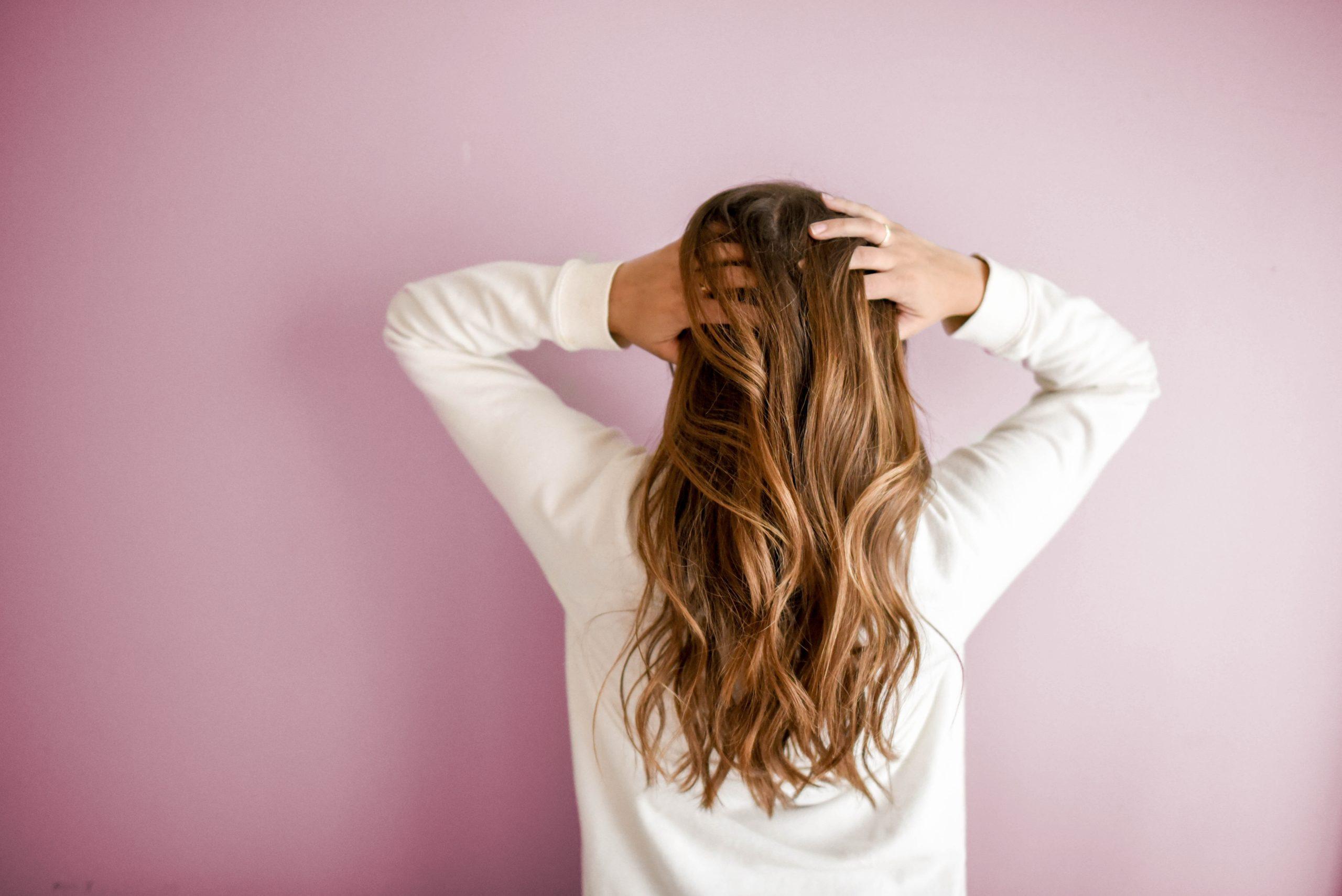Längere Haare benötigen mehr Aufmerksamkeit und Zeit