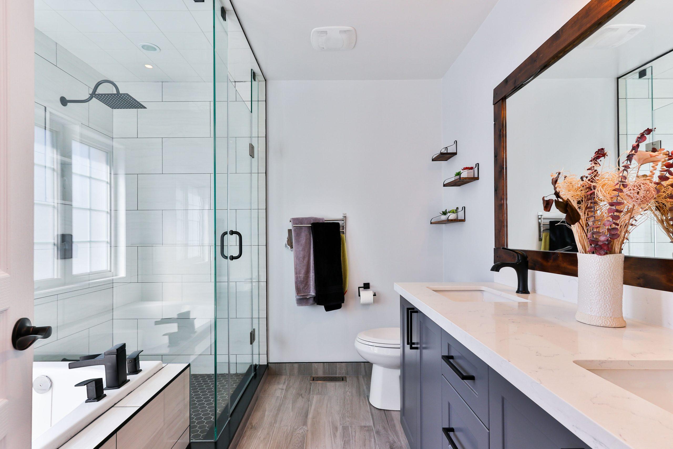 Eine gut geplante Fliesenlegung kann dein Bad optisch aufwerten