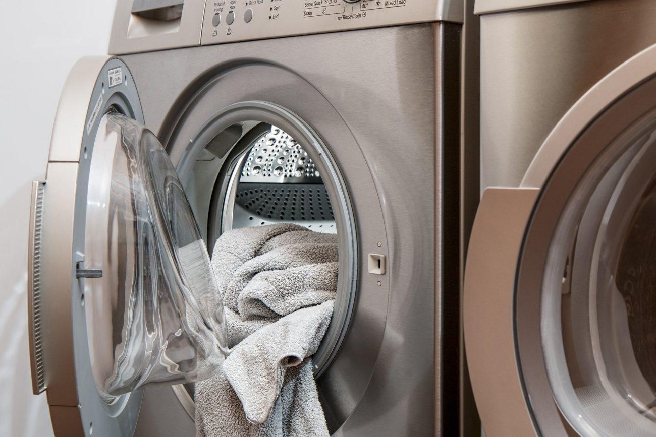 Kann ich meinen Trockner auf die Waschmaschine stellen?