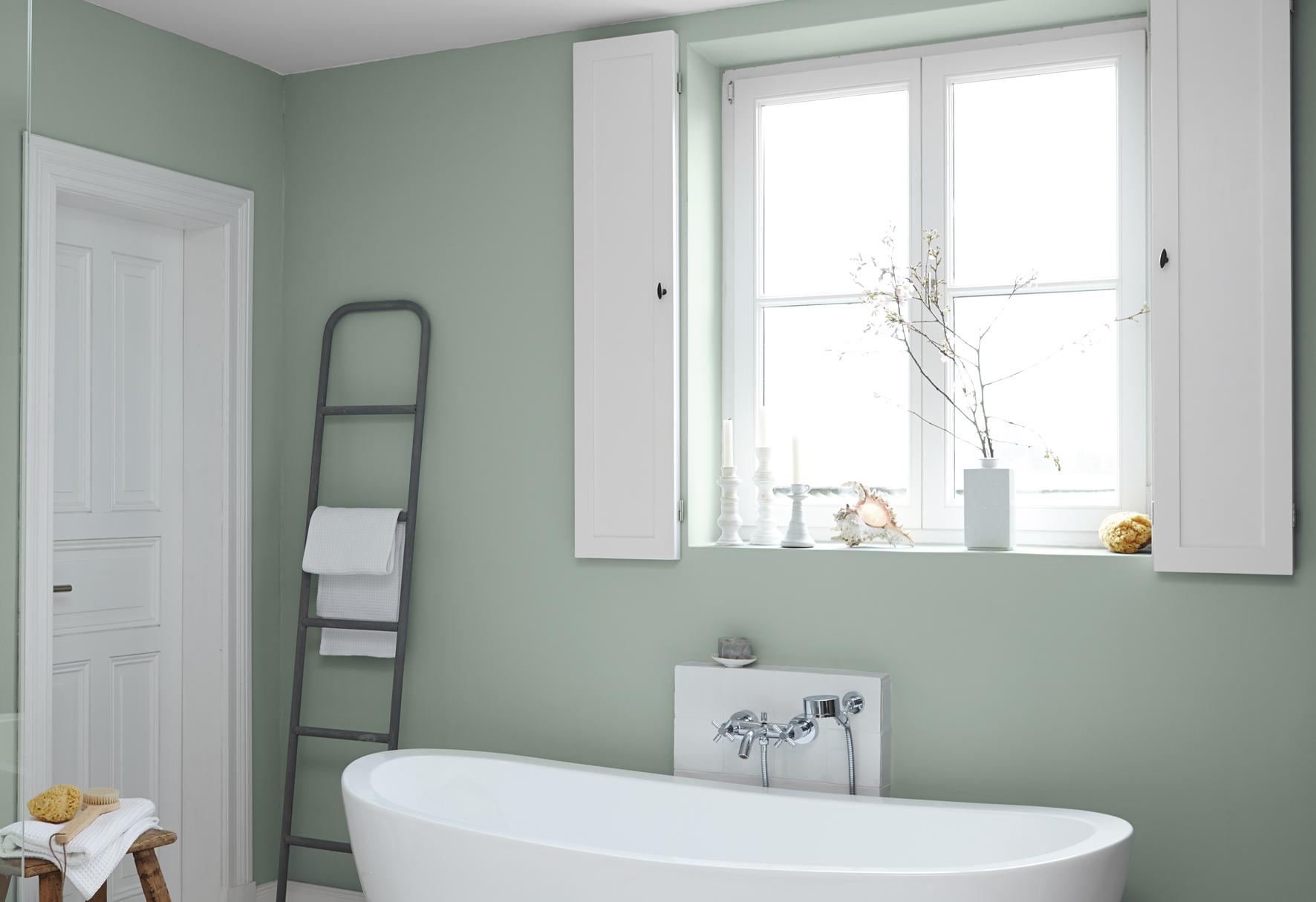 Neben Blau-Tönen sorgen auch grüne Farben für eine tolle Stimmung im Bad. Quelle: Alpina Farben GmbH