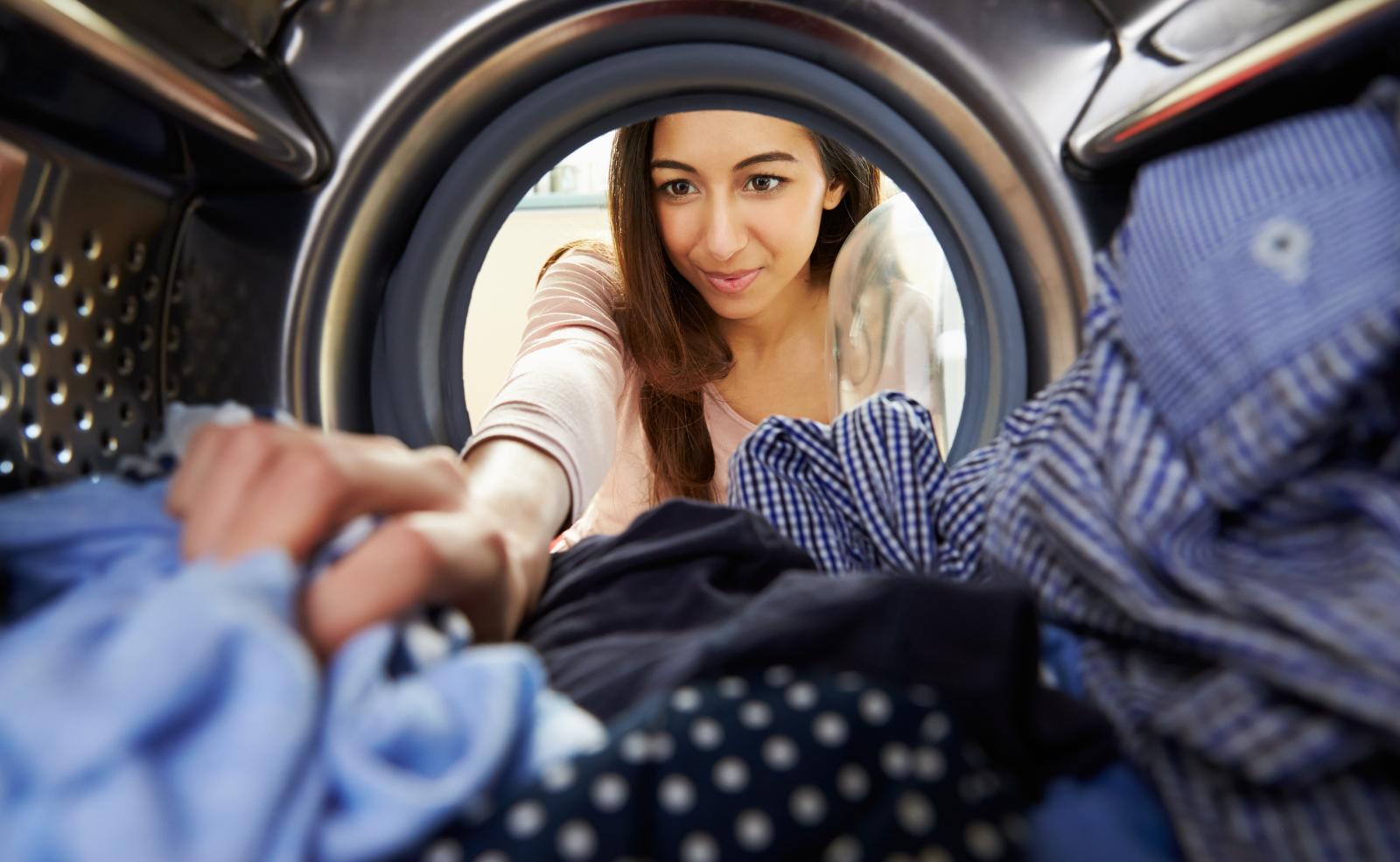 Wenn du nach dem Transport auch noch Wäsche waschen willst, solltest du gut auf die Waschmaschine Acht geben.