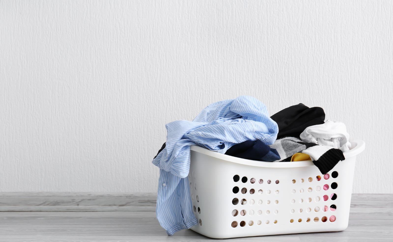 Damit der Trockner deine Wäsche gut trocknet, solltest du den Kondensator regelmäßig reinigen.